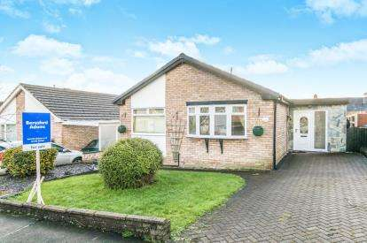 3 Bedrooms Bungalow for sale in Clwydian Park Avenue, St. Asaph, Denbighshire, LL17