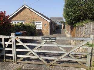 3 Bedrooms Bungalow for sale in Sundale Lane, Middleton On Sea, Bognor Regis, West Sussex