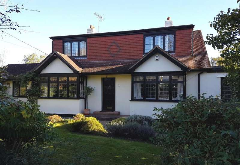 4 Bedrooms Chalet House for sale in Little Norsey Road, Billericay, Essex, CM11