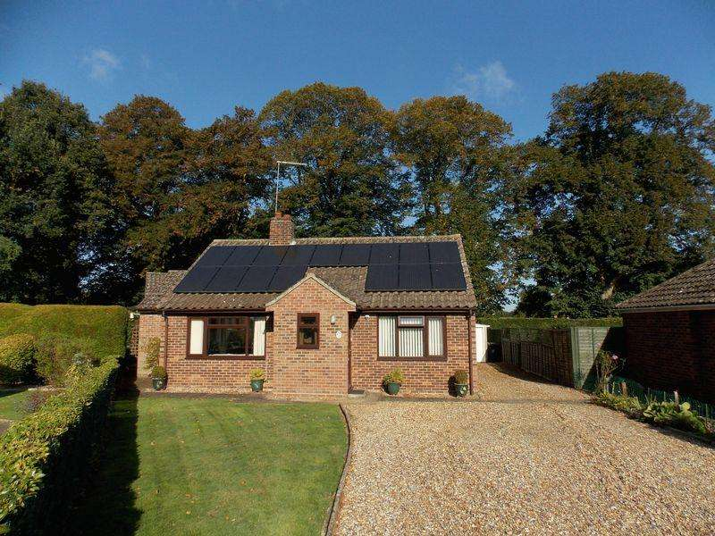 3 Bedrooms Bungalow for sale in Icepits Close, Gt Barton