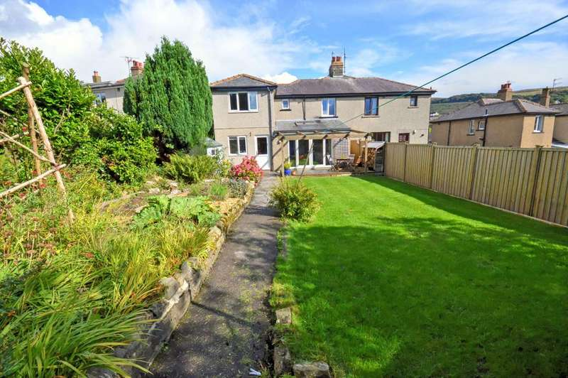 4 Bedrooms Semi Detached House for sale in 7 Princes Crescent, Skipton,