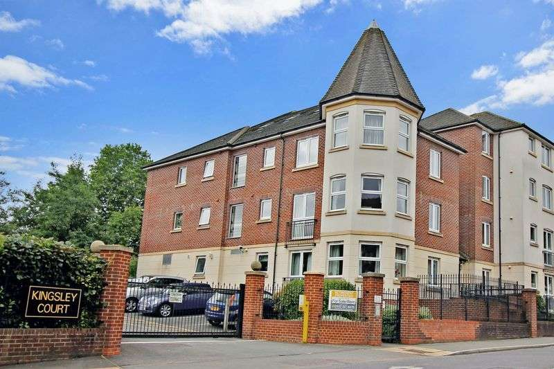 2 Bedrooms Property for sale in Kingsley Court, Aldershot, GU11 1HZ
