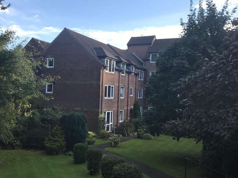 1 Bedroom Retirement Property for sale in Queen Park, Bournemouth BH8