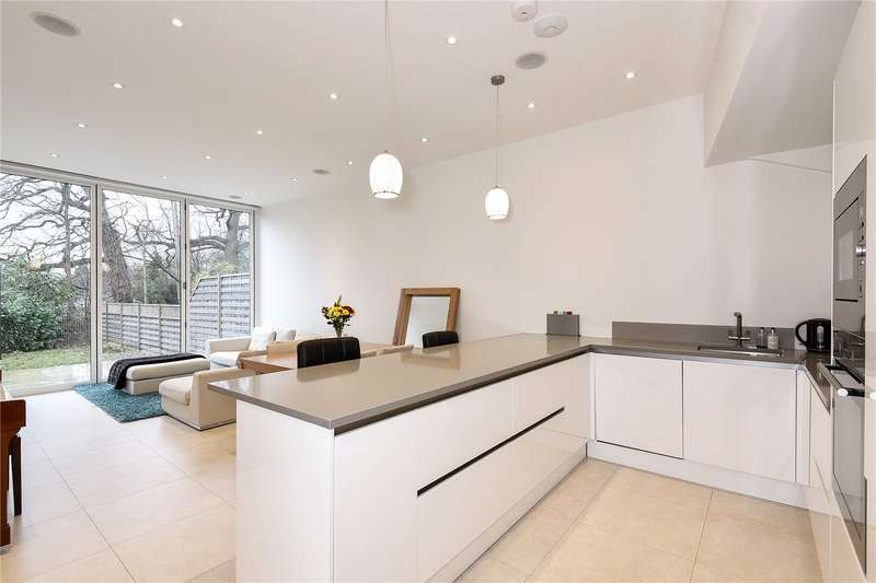 4 Bedrooms Semi Detached House for sale in Whittington Way, Pinner, Middlesex, HA5
