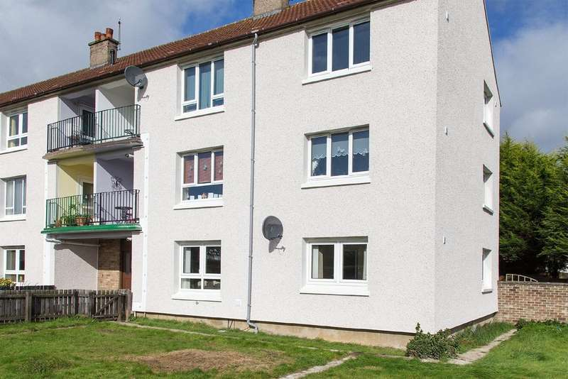 2 Bedrooms Flat for rent in Fair Isle Road, Kirkcaldy KY2