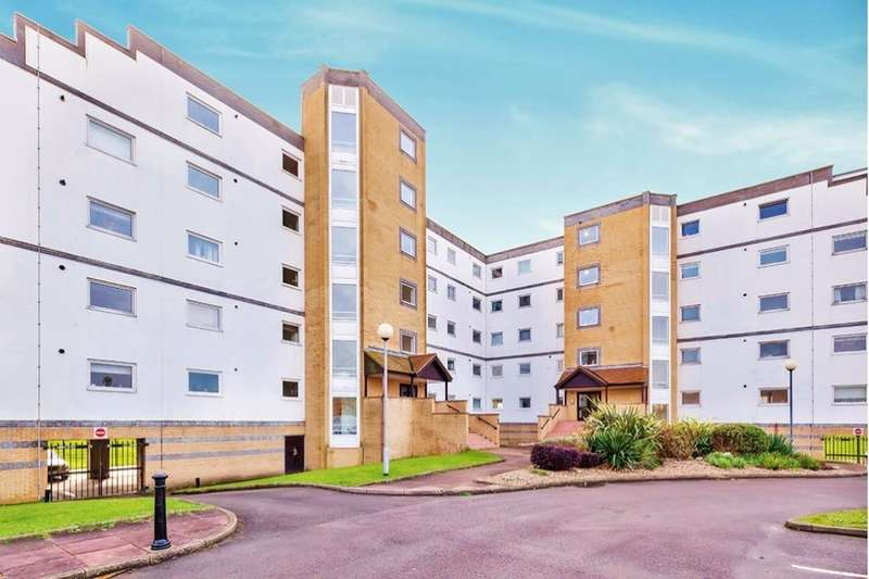 3 Bedrooms Flat for sale in Royal Parade, Eastbourne, BN22