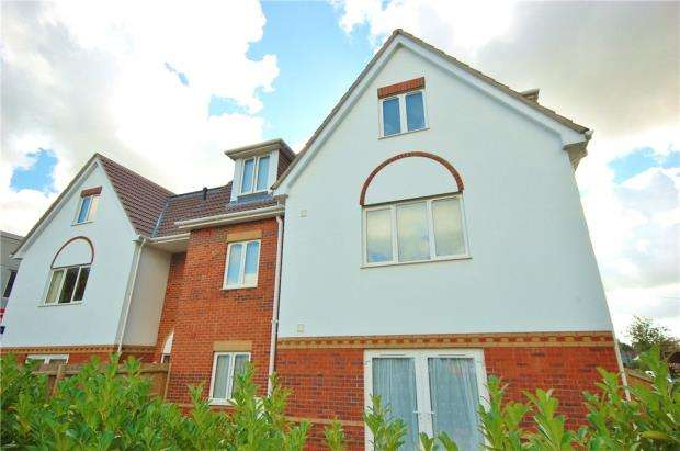2 Bedrooms Flat for sale in Ferndown, Dorset, BH22