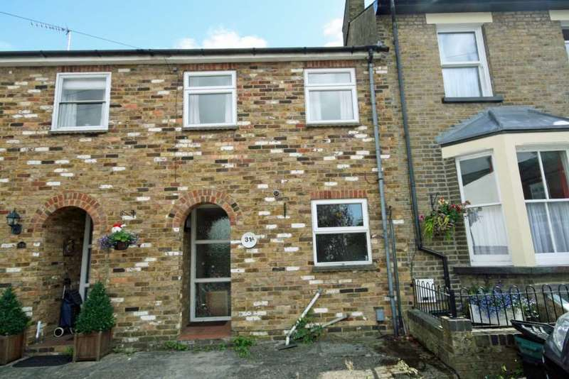 2 Bedrooms Terraced House for rent in Albert Street, Tring