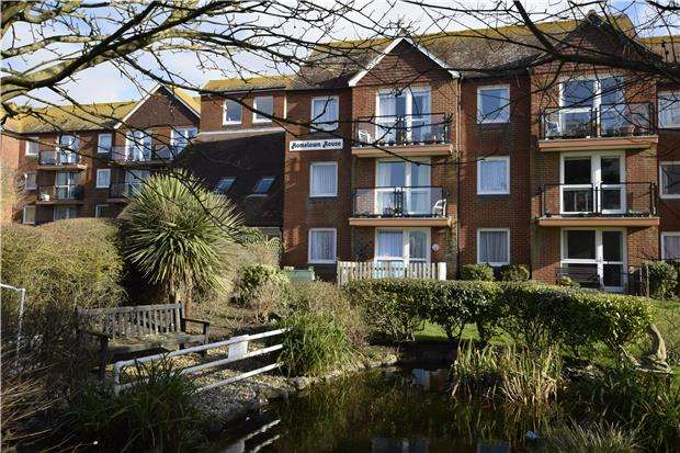 2 Bedrooms Flat for sale in Homelawn House, Brookfield Road, BEXHILL-ON-SEA, East Sussex, TN40 1PN