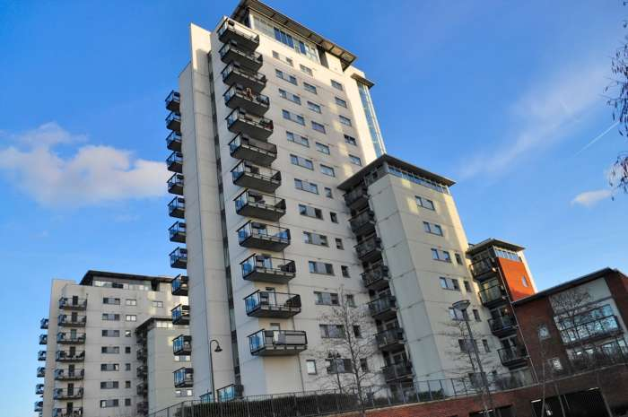 2 Bedrooms Apartment Flat for sale in Bendish Point, Erebus Drive, SE28 0GJ
