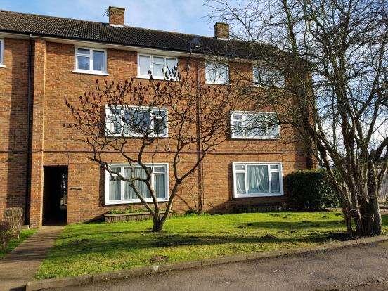1 Bedroom Maisonette Flat for sale in Woking, Surrey, .