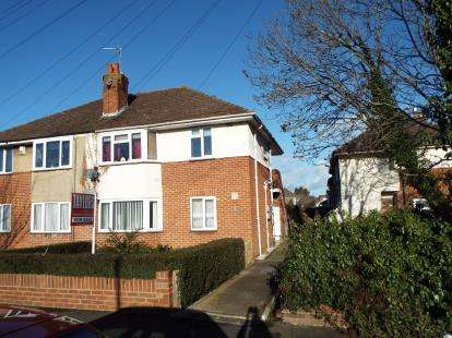 2 Bedrooms Maisonette Flat for sale in Hawthorn Road, Cheltenham, Gloucestershire