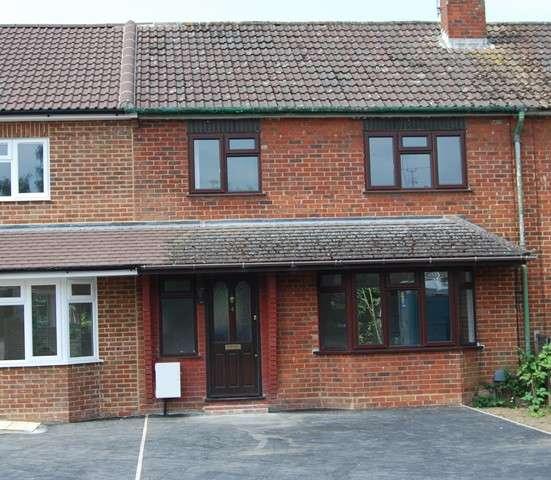 3 Bedrooms Terraced House for rent in Westfield Road, Camberley, Surrey, GU15 2SG