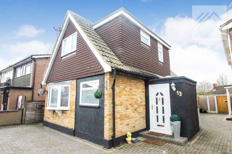 3 Bedrooms Detached House for sale in Foster Road, Canvey Island - ITS A STUNNER