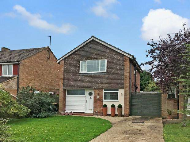 3 Bedrooms Detached House for sale in Chiltern Avenue, Bedford, MK41