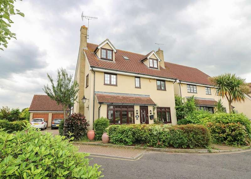 5 Bedrooms Detached House for sale in Oakwood Drive, Billericay CM12