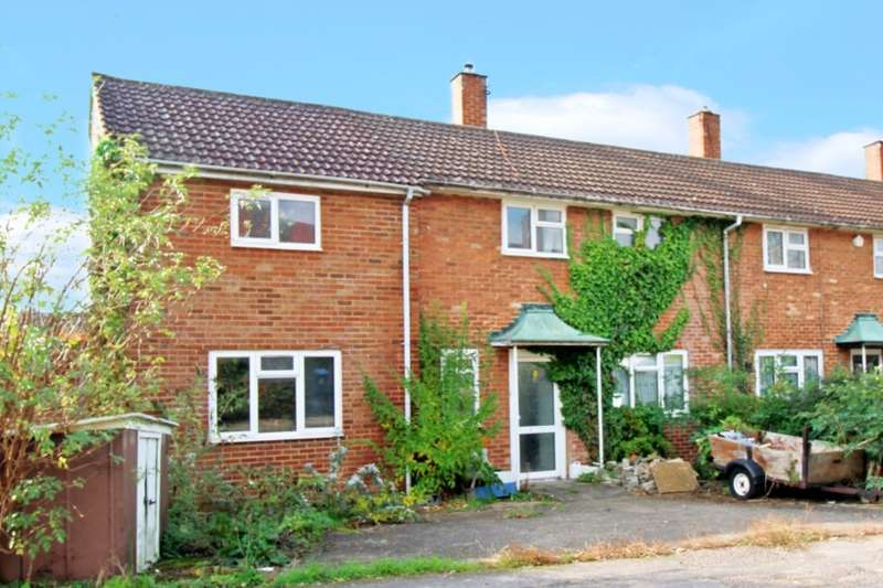 5 Bedrooms Semi Detached House for sale in Benchleys Road, Boxmoor, Hemel Hempstead, HP1