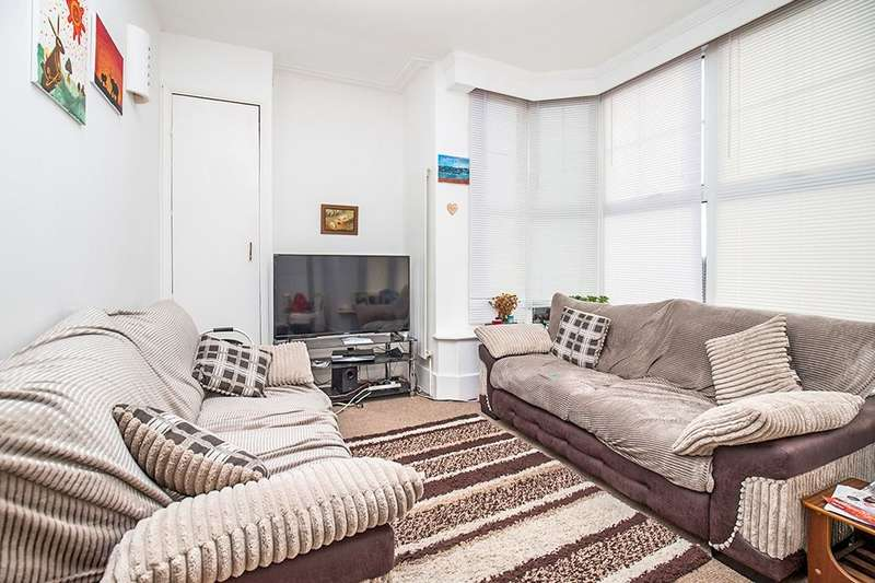 2 Bedrooms Flat for sale in Marine Drive West, Bognor Regis, PO21