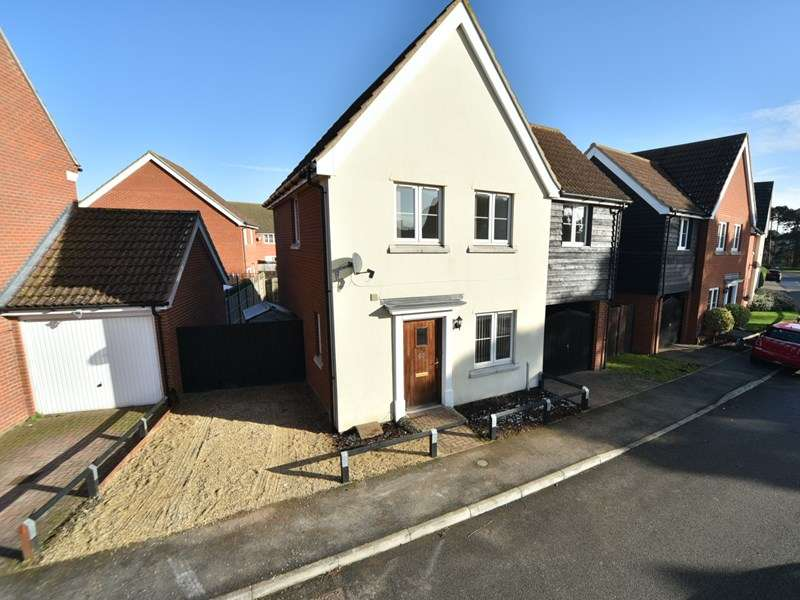 3 Bedrooms Detached House for sale in Juniper Road, Red Lodge, Bury St. Edmunds