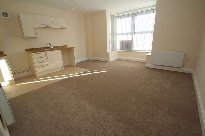 2 Bedrooms Apartment Flat for rent in 227B West Street, Fareham