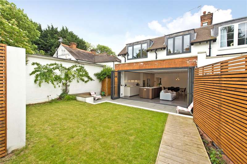 3 Bedrooms Semi Detached House for sale in Manor Cottages, Station Road, Cobham, KT11