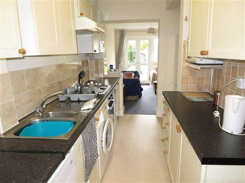5 Bedrooms House for rent in Cardigan Road, Winton, Bournemouth, Dorset