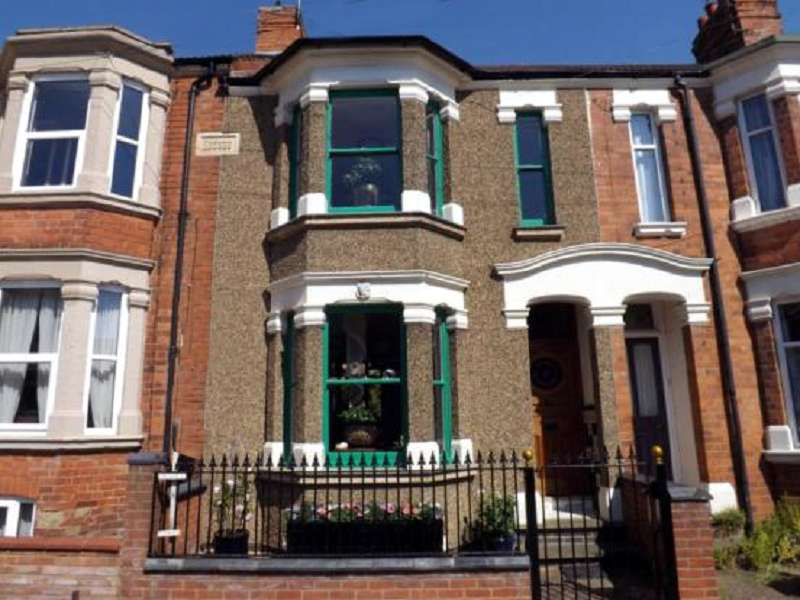 3 Bedrooms Terraced House for sale in Cecil Road, Northampton, Northamptonshire. NN2 6PQ