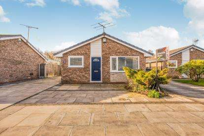 2 Bedrooms Bungalow for sale in Cherry Wood, Penwortham, Preston, Lancashire, PR1