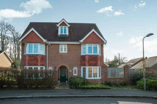 5 Bedrooms Detached House for sale in Fleet, Hampshire, .