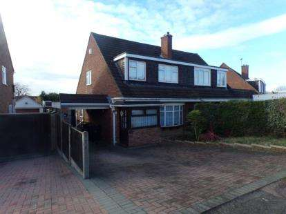 3 Bedrooms Semi Detached House for sale in Mendip Crescent, Bedford, Bedfordshire