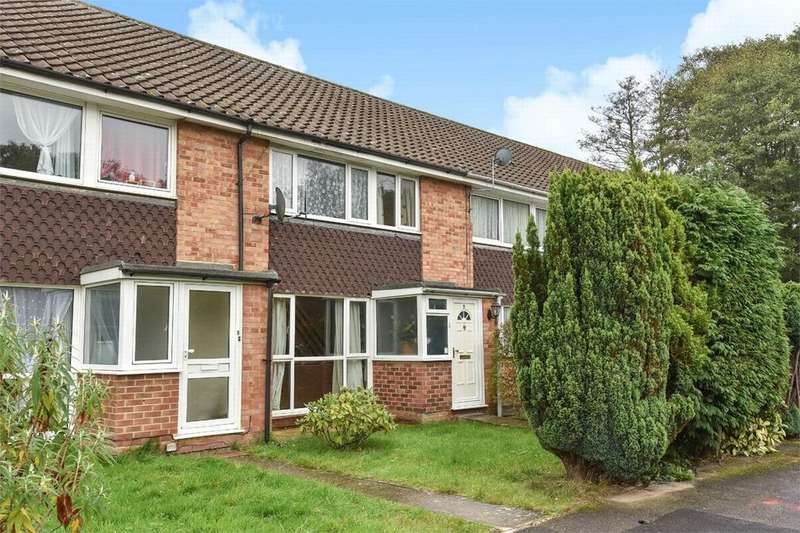 3 Bedrooms Terraced House for sale in Frimley, Camberley, Surrey