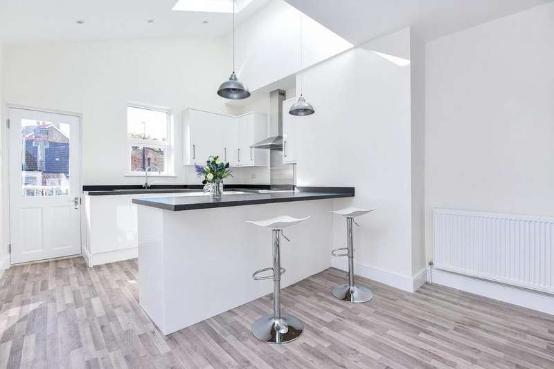 4 Bedrooms Maisonette Flat for sale in College Road, Colliers Wood