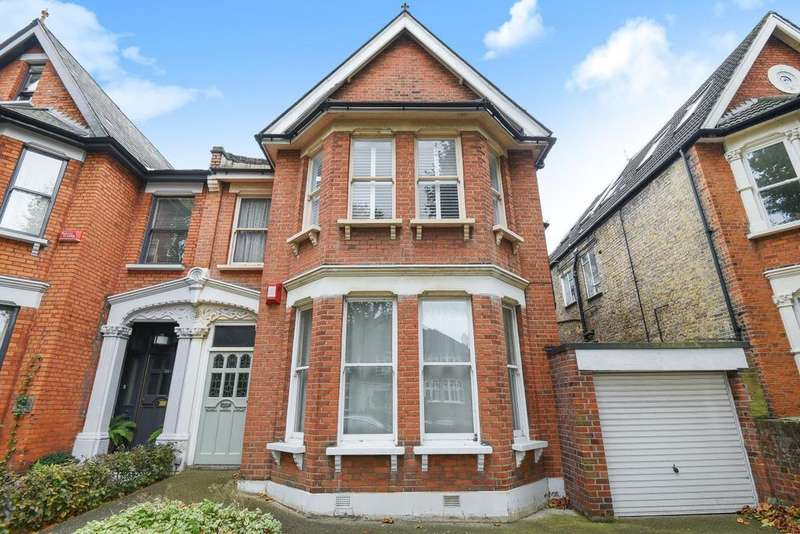 3 Bedrooms Flat for sale in Inchmery Road, Catford