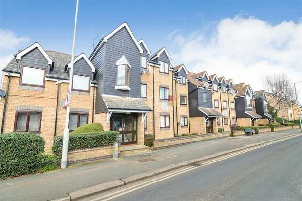 2 Bedrooms Flat for sale in Percival Court, Windmill Lane, Cheshunt, Hertfordshire