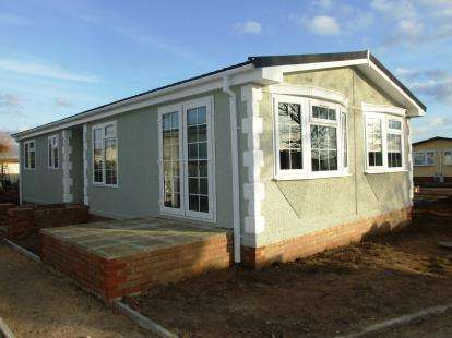 3 Bedrooms Mobile Home for sale in Beck Row, Bury St. Edmunds, Suffolk