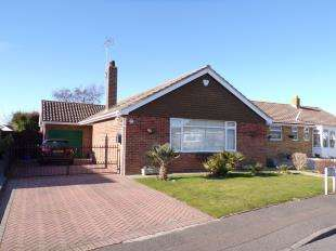 3 Bedrooms Bungalow for sale in Church Way, Pagham, Bognor Regis, West Sussex