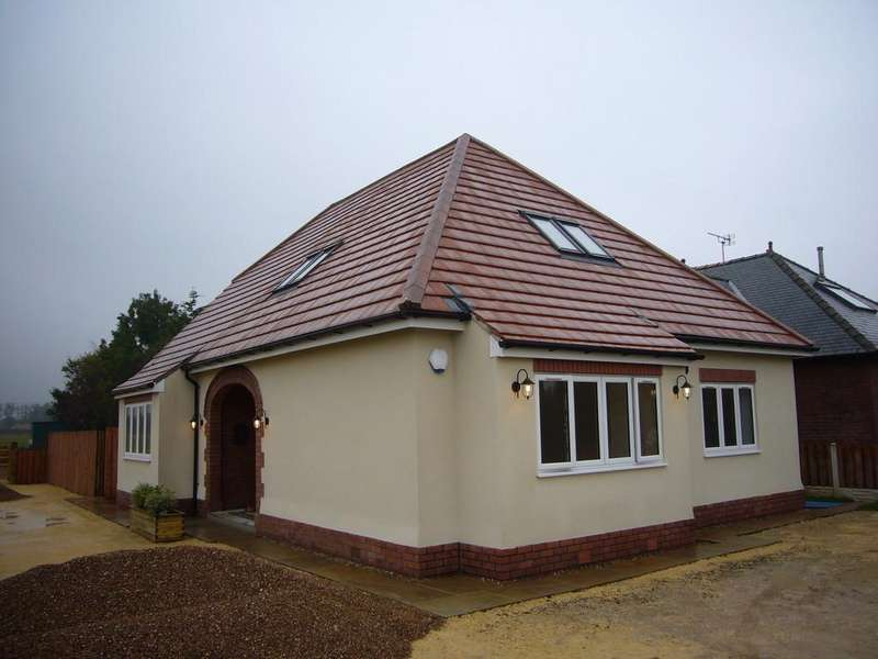 3 Bedrooms Detached Bungalow for sale in Clevelands,Rawcliffe Road, Goole, DN14 6UH