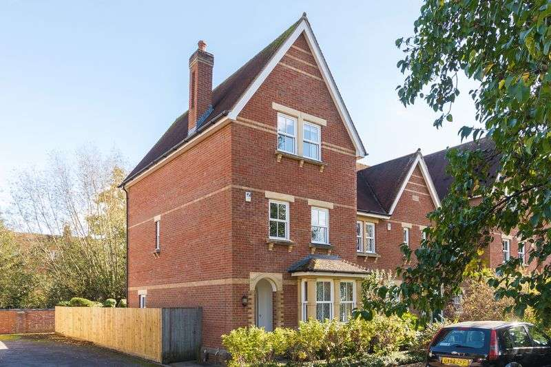 4 Bedrooms Property for sale in The Villas, Oxford