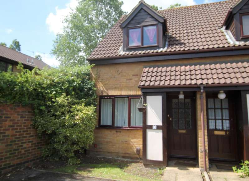 2 Bedrooms End Of Terrace House for rent in Briar Walk, West Byfleet, Surrey