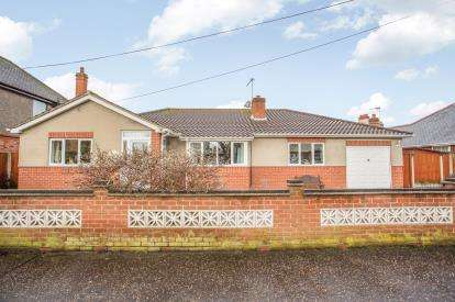 3 Bedrooms Bungalow for sale in Great Yarmouth, Norfolk, .