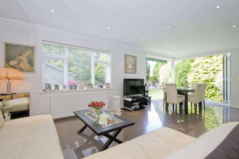 2 Bedrooms Semi Detached Bungalow for sale in Shoreham