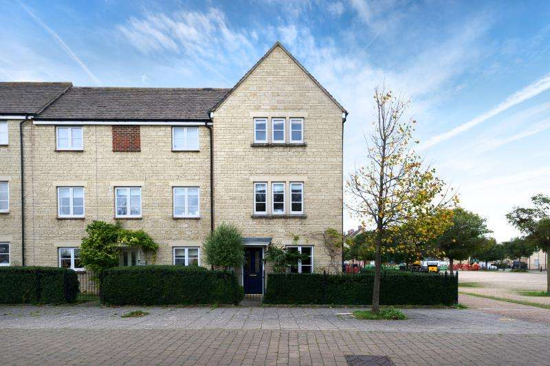 3 Bedrooms Terraced House for sale in Cedar Drive, Witney, Oxfordshire