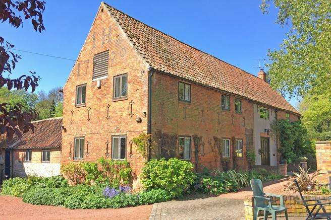 4 Bedrooms Barn Conversion Character Property for sale in Priory Barn, The Hollows, Thurgarton, Nottinghamshire NG14 7GS
