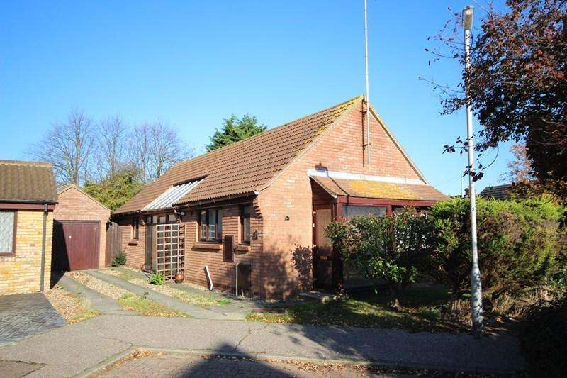 3 Bedrooms Detached Bungalow for sale in Lodge Close, Clacton-On-Sea