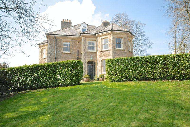 6 Bedrooms Detached House for rent in Wincanton - Near Castle Cary and Bruton