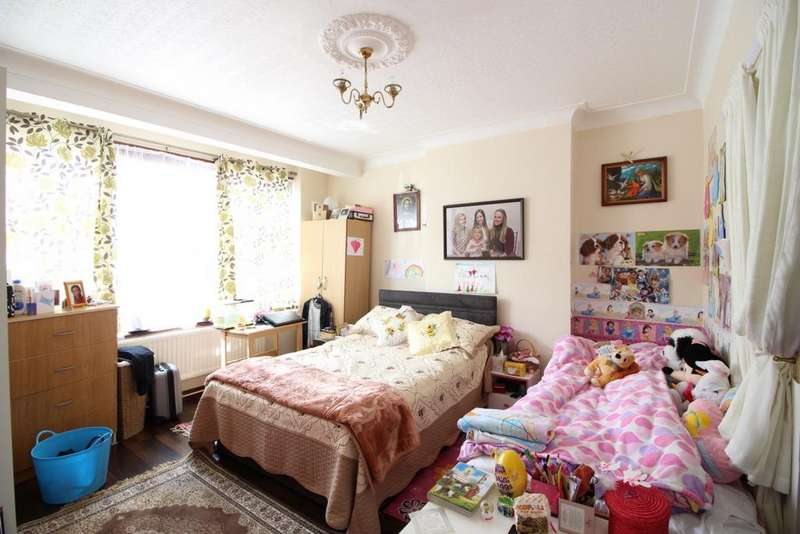 3 Bedrooms House for rent in Parkstone Avenue, London, N18