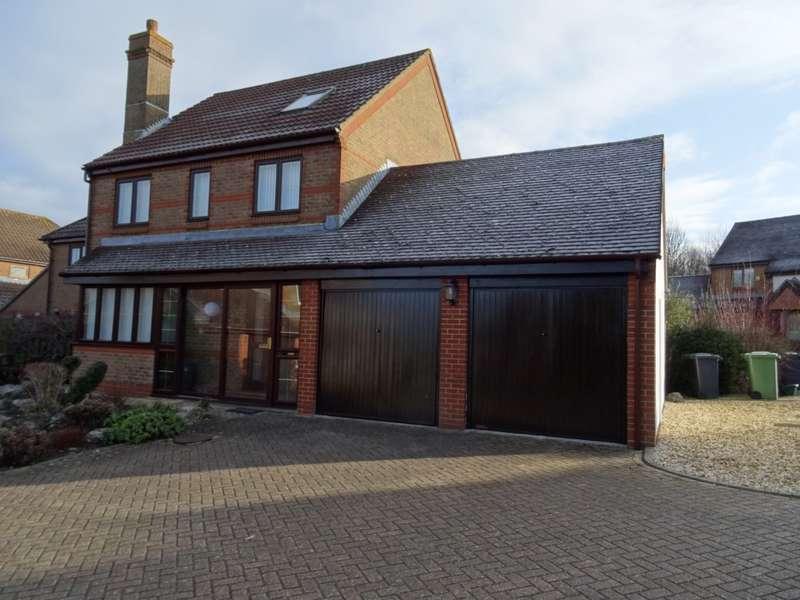 4 Bedrooms Detached House for sale in Highwood Ridge