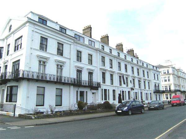 2 Bedrooms Apartment Flat for rent in The Crescent, Filey