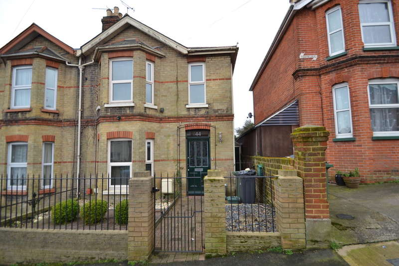 3 Bedrooms Semi Detached House for sale in Well Street, Ryde