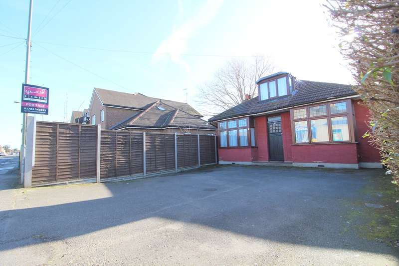 3 Bedrooms Detached Bungalow for sale in Feltham Road, Ashford, TW15